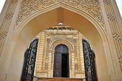 Vue de la porte dans la vieille ville de Bakou Images libres de droits