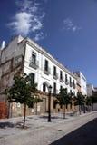 Vue de la porte de terre à Cadix Murs extérieurs séparant le vieux quart et le secteur moderne de ville Photo stock