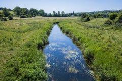 Vue de la rivière Cuckmere près d'Alfriston dans le Sussex est, Angleterre images stock