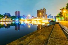 Vue de la rivière d'amour la nuit Photo stock
