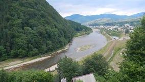 Vue de la rivière de la benne suspendue clips vidéos