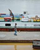 Vue de la rivière et des bateaux photographie stock