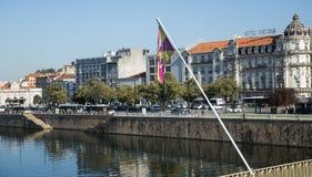 Vue de la rivière et des environs de Mondego images stock