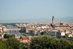 vue de la rivière de l'Arno et des ponts à Florence images stock