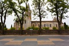 Vue de la route de l'église d'Aulnay de Saintonge Image libre de droits