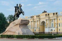 Vue de la statue du cavalier en bronze dans le St Petersbourg Images stock