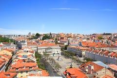 Vue de la surveillance de justa de Santa à Lisbonne, Portugal, dans la direction de l'endroit des DOM Pedro IV images stock