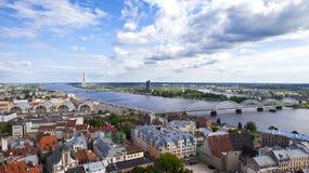 Vue de la tour d'église de St Peter à Riga Photos stock