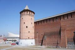 Vue de la tour faisante le coin de la citadelle dans la ville suburbaine de Kolomna Photographie stock