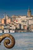 Vue de la tour de Galata du klaxon d'or image stock