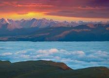 Vue de la vallée brumeuse de Val Gardena Photos libres de droits