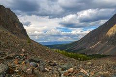 Vue de la vallée de montagne en Sibérie occidentale Photographie stock