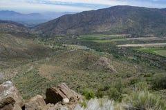 Vue de la vallée entre les montagnes images libres de droits