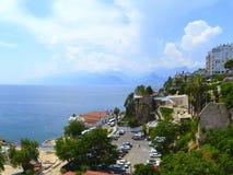 Vue de la vieille ville du turc Antalya, de la mer et des montagnes de Taureau de la plate-forme d'observation photographie stock