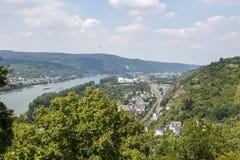 Vue de la ville de Braubach et de la vallée du Rhin de la forteresse de Marksburg image libre de droits