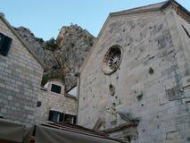 Vue de la ville d'Omis Photos stock