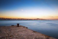 Vue de la ville de Lisbonne de la marge du sud du Tage Image stock
