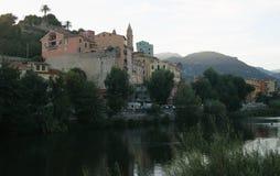 Vue de la ville de Ventimiglia dans le début de soirée Photo stock