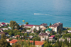Vue de la ville du jour d'été de Gagra Photo libre de droits