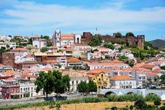 Vue de la ville et du château, Silves, Portugal Image stock
