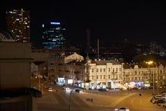 Vue de la ville et du roadn de nuit photo stock