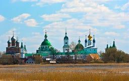 Vue de la ville historique russe Velikiy la source Images libres de droits