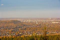 Vue de la ville de Nizhny Tagil du haut de la montagne Images stock