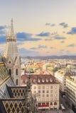 Vue de la ville de la plate-forme d'observation de la cathédrale du ` s de St Stephen à Vienne, Autriche image stock
