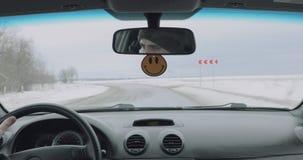 Vue de la voiture tout en conduisant banque de vidéos