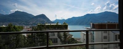 Vue de lac de balcon photographie stock libre de droits