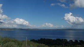 Vue de lac Bracciano banque de vidéos