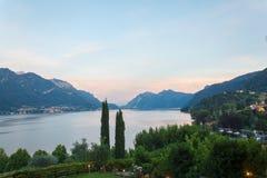 Vue de lac Como et de ville de Bellagio Photos stock