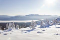 Vue de lac de gamme de montagne Zyuratkul, paysage d'hiver ur Photo libre de droits