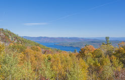 Vue de lac George With Fall Scenery Photos stock