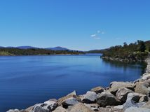 Vue de lac Jindabyne Photographie stock libre de droits