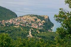 Vue de lac Ohrid et de Trpejca d'en haut Image stock