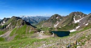 Vue de lac Oncet dans les montagnes françaises Pyrénées Photos stock