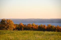 Vue de lac pendant l'automne dans les lacs finger Image libre de droits