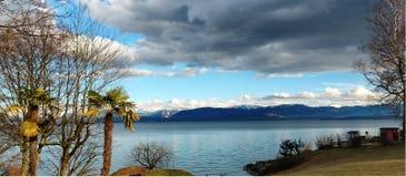 Vue de lac sur le chemin vers Berne de suisse photographie stock