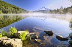 Vue de lac Trillium au lever de soleil Image stock