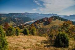 Vue de lac Zaovine sur la montagne Tara, Serbie image libre de droits