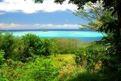 Vue de lagune de Raiatea de la colline Polynésie française Photos libres de droits