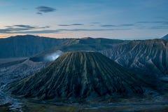 Vue de Lanscape de batok de gunung au parc national de semeru de tengger de bromo pris du point de lever de soleil de colline d'a images stock
