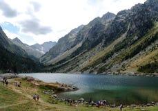 Vue de laque de Gaube dans les montagnes de Pyrénées Photo stock