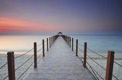 Vue de lever de soleil à la jetée de pêcheur Image stock