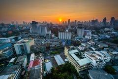 Vue de lever de soleil au-dessus du secteur de Ratchathewi, à Bangkok, la Thaïlande image libre de droits