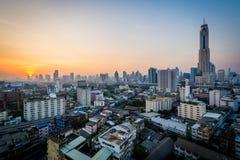 Vue de lever de soleil au-dessus du secteur de Ratchathewi, à Bangkok, la Thaïlande image stock