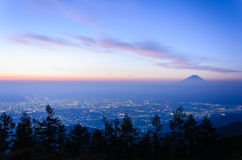 Vue de lever de soleil de la ville de Kofu et du Mt fuji photos libres de droits