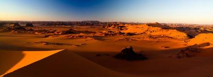 Vue de lever de soleil à la dune de Tin Merzouga, parc national de nAjjer de Tassili, Algérie Images libres de droits