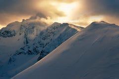 Vue de lever de soleil de Kasprowy Wierchy à la crête de Swinica Image stock